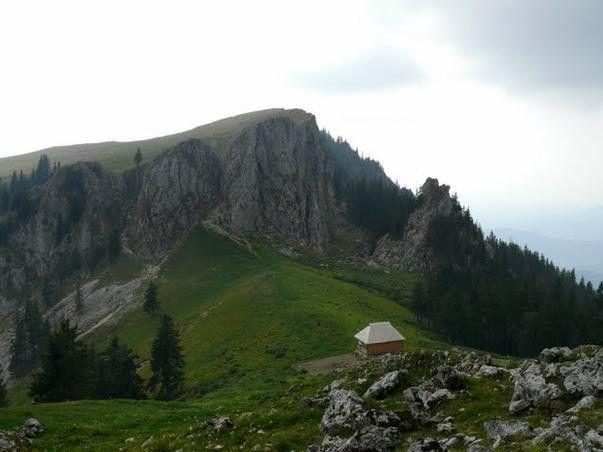Pe traseu de munte pana la cel mai mic parc national din Romania