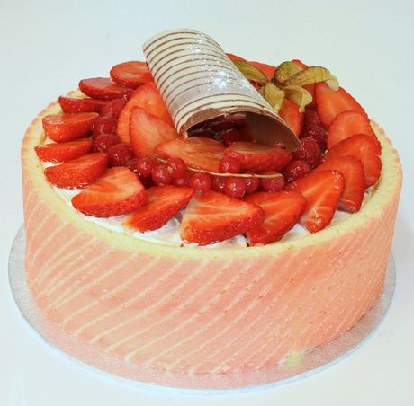 The light, moist sponge filling is split with delicious strawberry flavoured crème patisserie. A crisp chocolate curl rests on piles of stra...