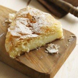 Bougatsa (Semolina custard pastry) - http://www.icookgreek.com/en/recipes/desserts/item/bougatsa-semolina-custard-pastry?category_id=291