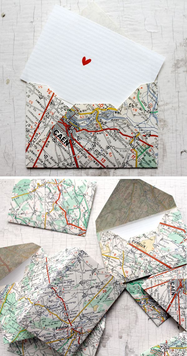 sobres reciclando papel de mapas. Old maps into envelopes