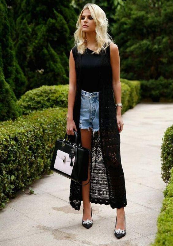 Como ser chique usando jeans - Guita Moda | Maxi coletes, Looks com colete preto, Moda