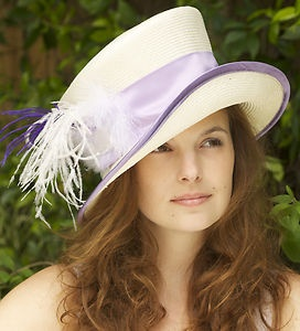 so, I will one of these days go to Kentucky for the Derby! I am destined! haha I loved it there, so I best be looking for a hat ;) this is adorable for sure! :D