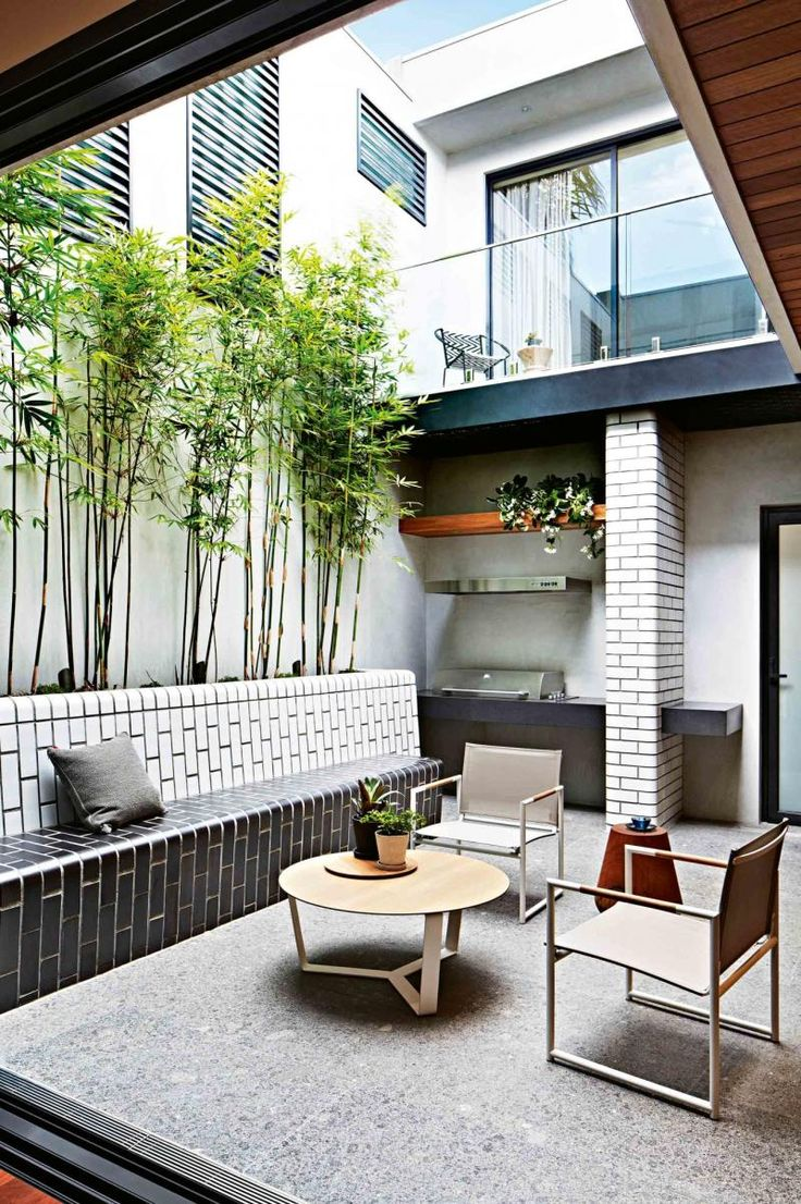 small space, big ideas: modern courtyard makeover. Photography by Armelle Habib.