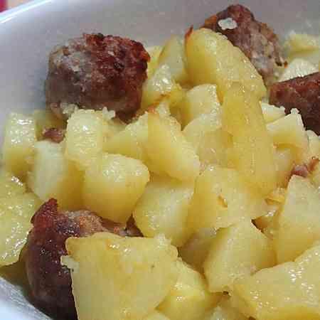Come preparare Salsicce e patate a Varoma col Bimby della Vorwerk, impara a preparare deliziosi piatti con le nostre ricette bimby