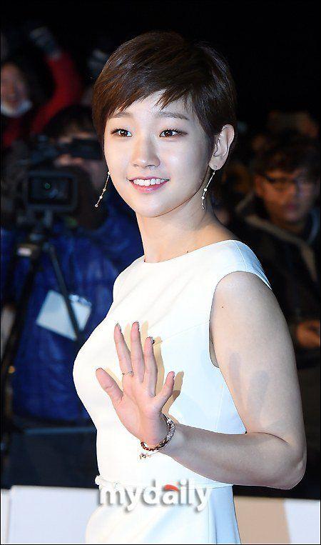 Park So-dam gets Rookie Award at Movie of the Year @ HanCinema :: The Korean Movie and Drama Database
