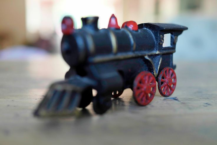 Old train toy..... 1/80   f2.0   iso500