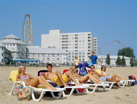 Cedar Point's Hotel Breakers and beach.
