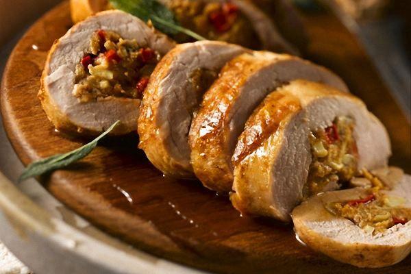 Receta de lomo relleno con salsa de uvas fácil de preparar. Encuentre los ingredientes de las mejores recetas de cocina para preparar nuevos platillos.