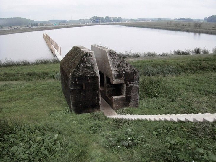 A seemingly indestructible bunker with monumental status is sliced open. The design thereby opens up the minuscule interior of one of NDW's ...