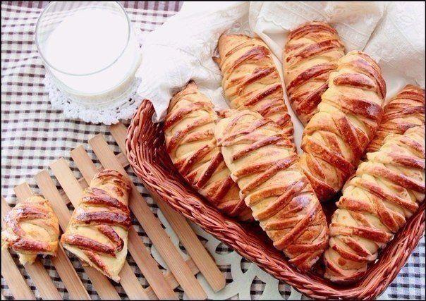 http://pyhtaru.blogspot.com/2017/05/300-60-50-1.html  Булочки с творогом и персиком!  Ароматные и аппетитные булочки с нежным творожным кремом и сладкими персиками! Удачные, очень вкусные, и к тому же — красивые!  Читайте еще: ============================== КРЕМ РАФАЭЛЛО http://pyhtaru.blogspot.ru/2017/05/blog-post_47.html ==============================  Ингредиенты:  Для теста:  - мука — 300 г - сахар — 60 г - масло сливочное — 50 г - мед — 1 ч. л. - молоко — 75 мл - яйцо — 1 шт. - дрожжи…