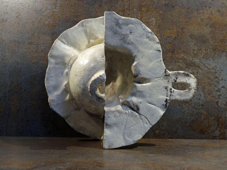 Ustensile inutile I, by Philippe Chesneau, Raku, rép. n° 1556, dim. L 17 x H 18 x P 10 cm