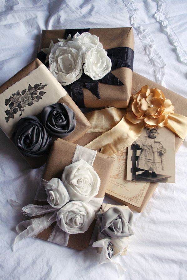 handmade fabric flowers: Gift Wrapping, Giftwrap, Diy Gifts, Fabrics Rose, Gifts Wraps, Wraps Gifts, Fabrics Flowers, Brown Paper Packaging, Wraps Ideas