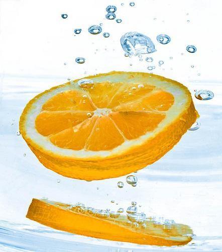 6 ricette di acqua aromatizzata per affrontare meglio l'estate