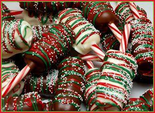Masmelos cubiertos con chocolate y atractivos colores navideños.