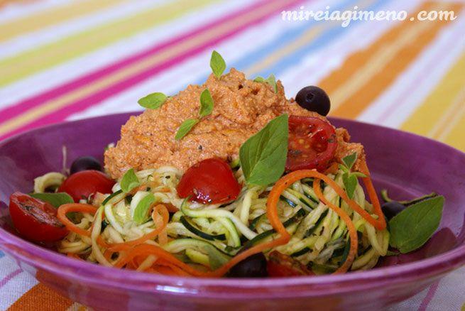 Espaguettis de calabacín con boloñesa de semillas de girasol http://www.mireiagimeno.com/recetas/espaguetis-de-calabacin-con-salsa-bolonyesa-de-semillas-de-girasol