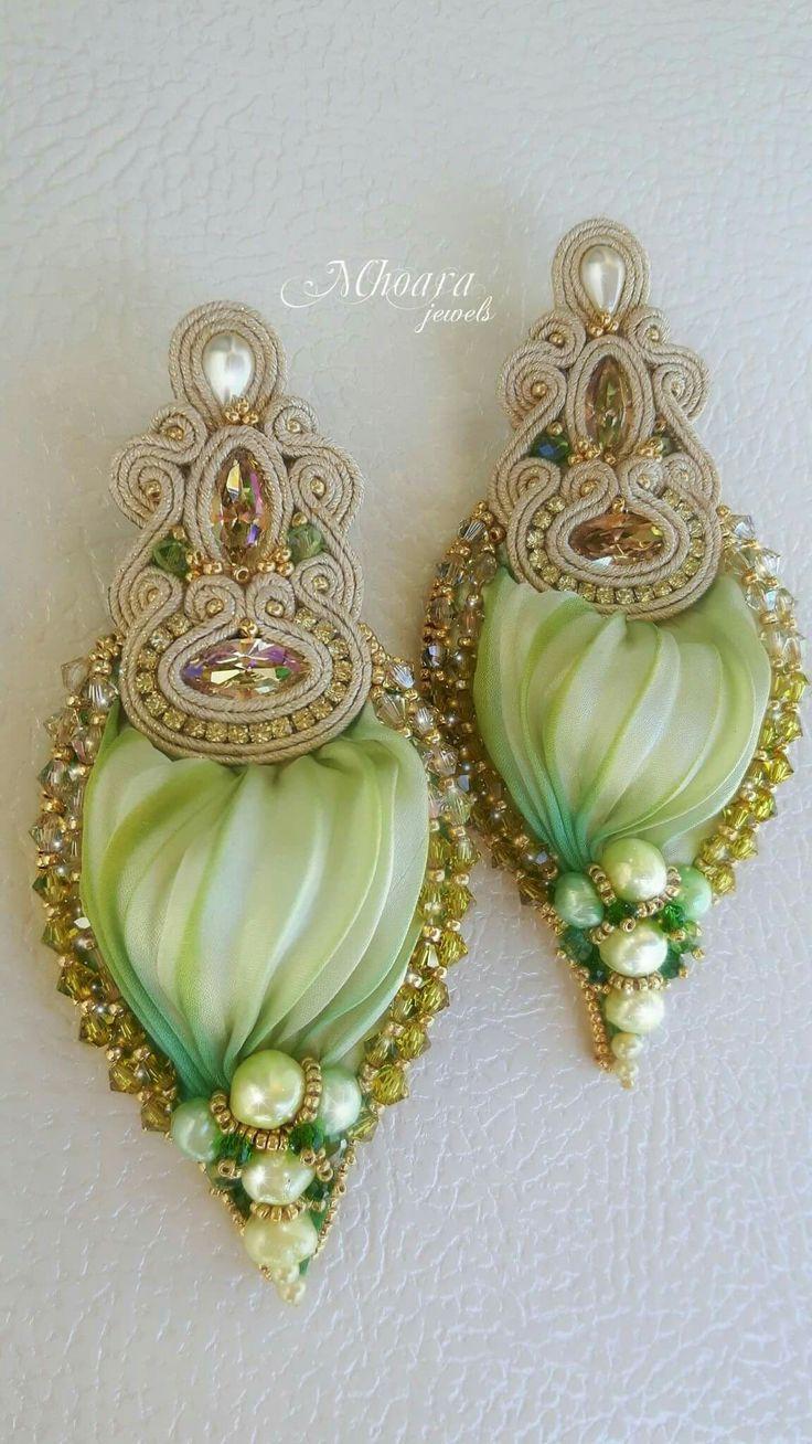 Luminous Green Mhoara jewels