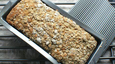Enkelt eltefritt brød med bygg.