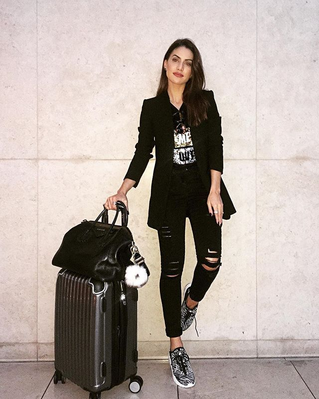 Camila Coelho - Love traveling in all black!✈️