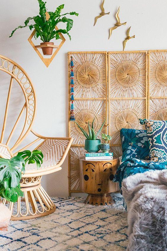 Une Tête De Lit Bohème, Un Joli Fauteuil En Rotin Et Des Plantes Vertes :  Le Style Bohème Assuré Pour Votre Chambre ! #bohème #style #déco #RHINOV