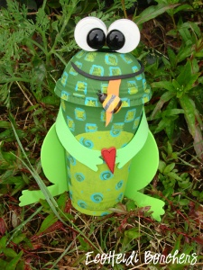 recicled craft-frog