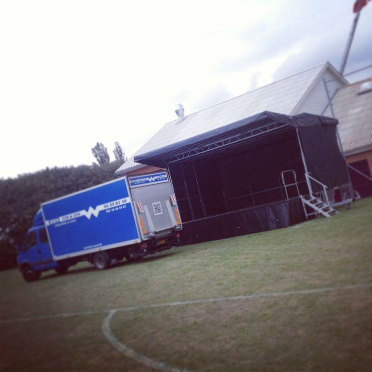 Så er der leveret scene til aftenens event i Stillinge. #scene #levering #koncert