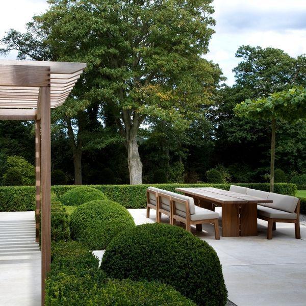.mooie tuinset, tafel verkrijgbaar bij Pure Sfeer