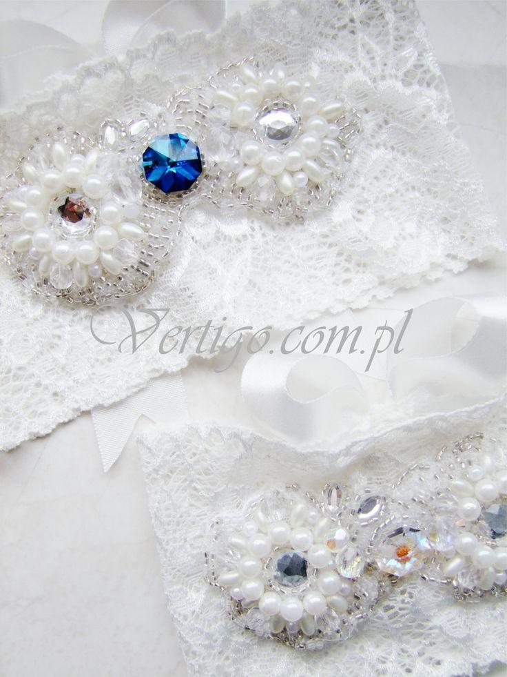 handmade wedding garter with lace, pearls, bow and swarovski crystals, source: www.vertigo.com.pl