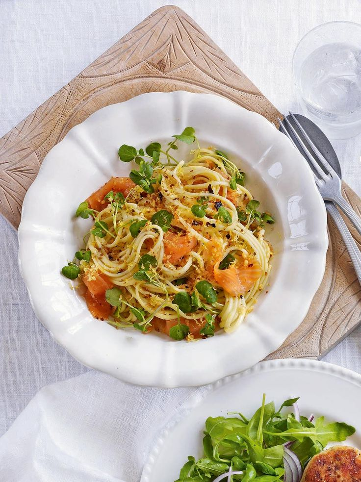 A quick and easy smoked salmon pasta recipe that will be on the table in 15 minutes.