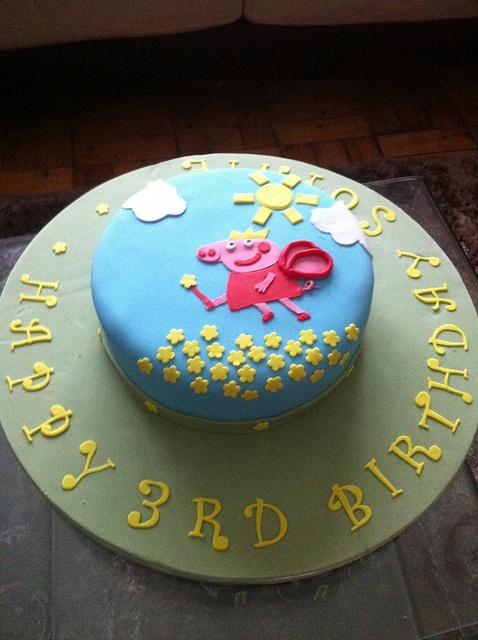 Pepper Pig Birthday Cake by Cupcake Direct (aka Mark), via Flickr