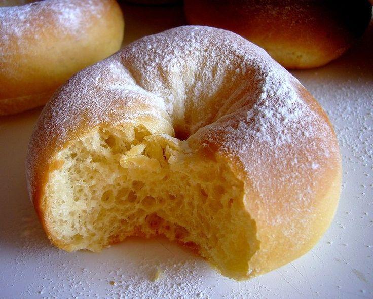 Doughnuts au four  Les ingrédients ( pour une douzaine de beignets)  - 230 g de farine  - 10cl de lait tiède  - 1 oeuf  - 40 g de sucre  - 30 g de  beurre  - 1/2  paquet de levure lyophilisée  - 1/2 càs de fleur d'oranger