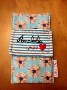 bolsa para ser colocada no bolso da bata, contem elásticos interiores que mantém seguras as canetas. Pode ser lavado.