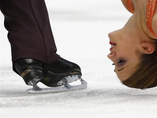 Canada's Paige Lawrence and Rudi Swiegers perform during the pairs short program at the ISU Grand Prix of Figure Skating Rostelecom Cup in Moscow, November 9, 2012. REUTERS-Grigory Dukor