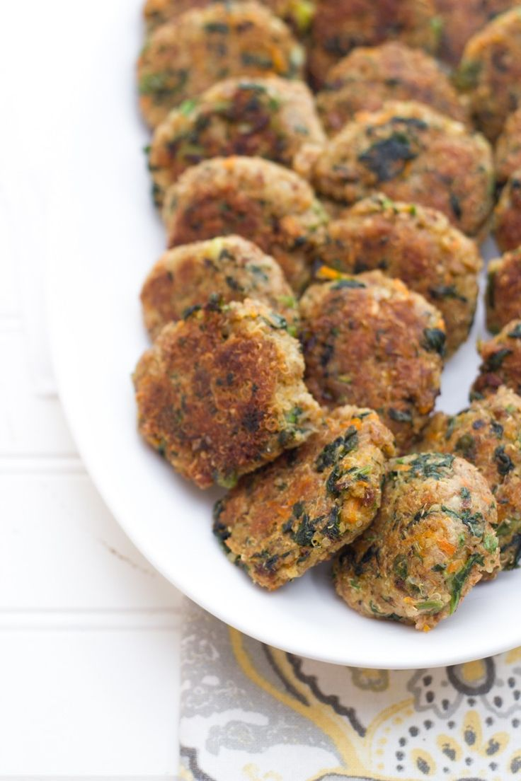 Showcase the power of two vegetarian superfoods in these spinach and quinoa patties. Perfect for snacks, lunches or dinner! Parmesan not required - so these are easily dairy-free! Recipe via @backtoherroots