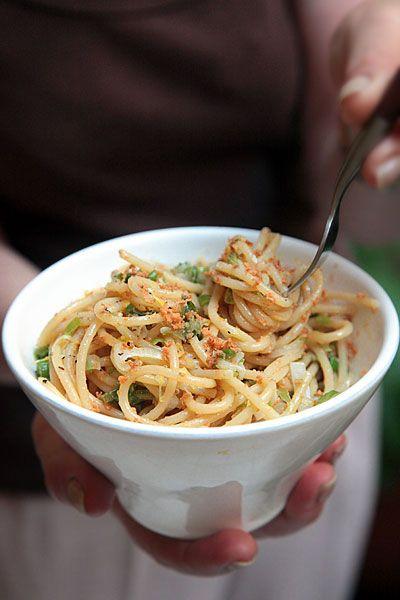 spaghetti con bottarga  di muggine & cipollotti. Mangiati: buonissimi !!!!!!!!! Margherita <3