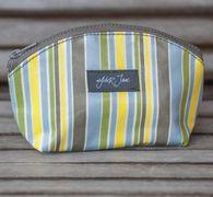 wylder jane kelsay cosmetic. the one must-have item for inside every bag! #makeupbag #allpurposebag #washable #oilcloth