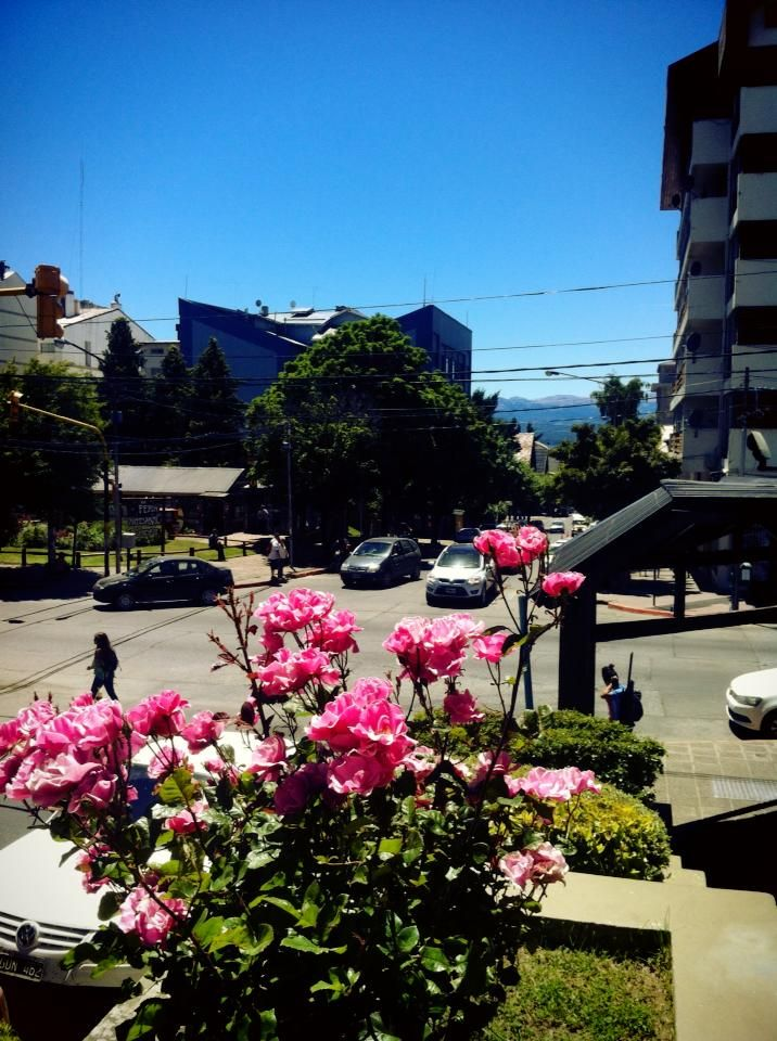 Hermosa tarde en #Bariloche, la temperatura actual 27°   www.bariloche.org