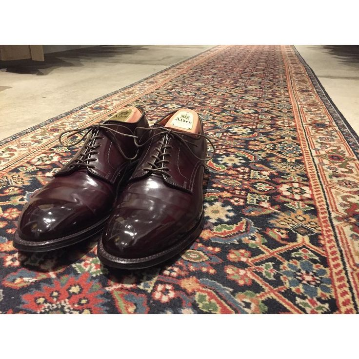 """Reposting @kota.watanabe.shoes: ... """"お疲れ様です。 コードバンの鏡面もやっぱいいですね 自分のもしよか…悩む。 ご依頼ありがとうございました🙇🏻✨🕵🏻👞 ・ ・ #alden #cordvan #オールデン #コードバン #lathershoes #革靴  #bootblack #アーティストパレット #saphir #collonil #靴磨き #靴みがき #鏡面仕上げ #鏡面磨き #shoeshine #shoecare #shoepolish #highshine #mirrorpolish  #静岡県 #静岡 #富士市 #富士宮市 #ちゅる活 #広がれ靴磨き 👞✨ #moustachemanshoeshine  #ムスタッシュマンシューシャイン 🕵🏻🕵🏻🕵🏻🕵🏻🕵🏻🕵🏻🕵🏻 ・ ・ 明日の準備終わってね🤤 遠足前気分で寝れね🤤 夕方寝ちゃったから尚更🤤"""""""