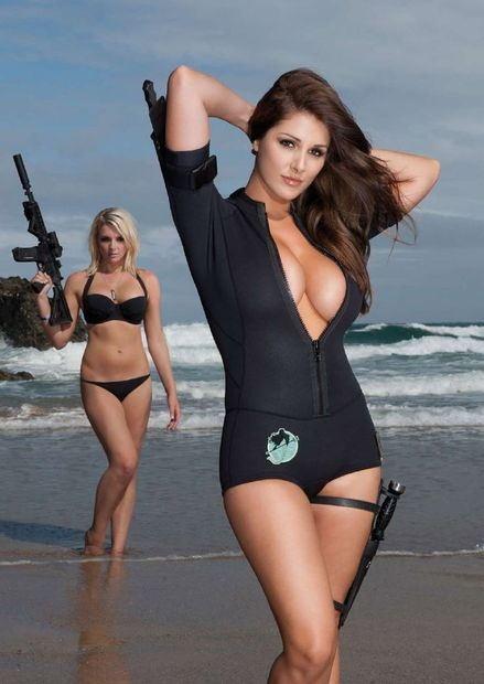 Google Image Result for http://pissedofftreerat.files.wordpress.com/2011/04/hotties_with_guns_2_202.jpg%3Fw%3D450