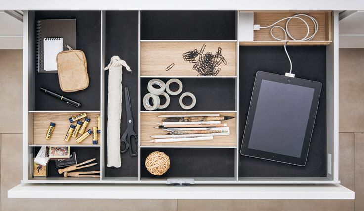 From cutlery to pots; from your spice collection to iPads: with SieMatic kitchens you will find a space for everything.