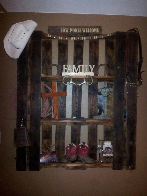 diy pallet western wall decor @Ashley Walters Walters Walters Muth