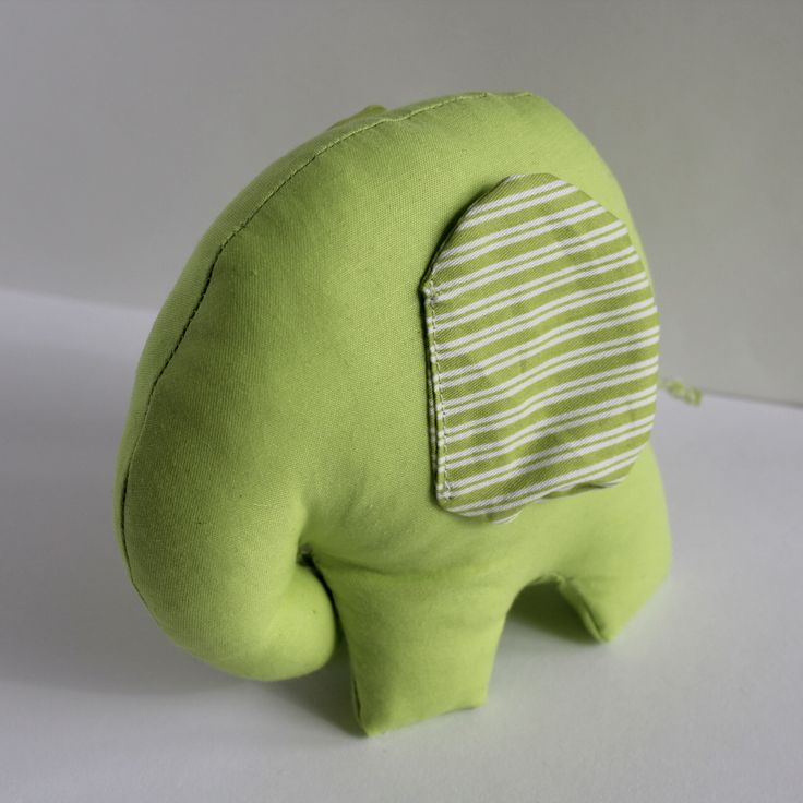 ______________🐘Søte elefanter🐘_____________                                              Størrelse: 12x13cm                —————————————                          Pris: 100kr pr stk                —————————————                         💚💙💖💖💙💚 #norway #norge #ålesund #langevåg #tilsalg #søteelefanter #elefanter #decor #decoration #kidsroom #kidsroomdecor #bykarolina #followmypage #followme