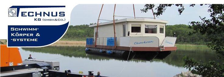 Hausboote , Ponton-Schwimmkörper und Wasserfahrzeuge, wohnen auf dem Wasser
