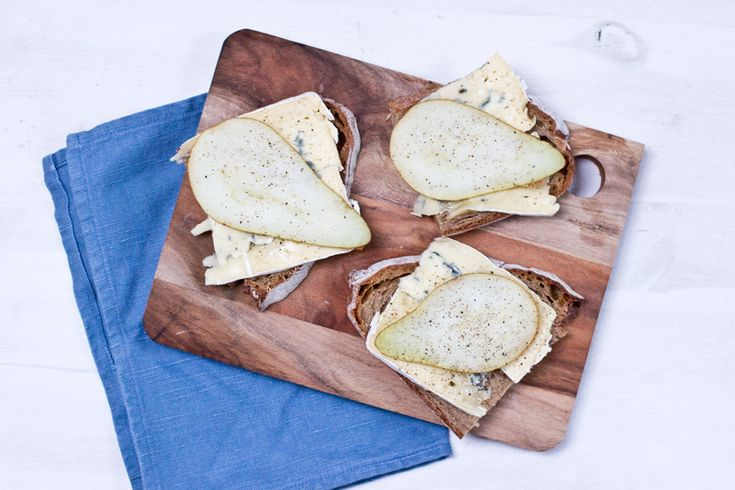 Blue cheese and pear sandwich for lunch