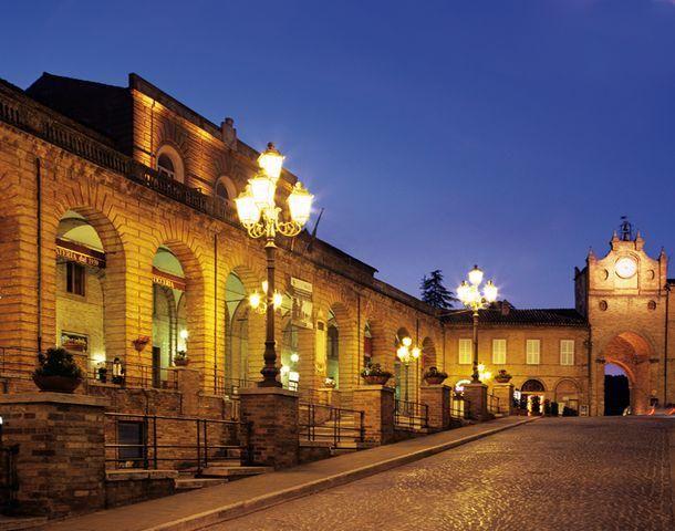 Buona serata da #amandola in provincia di Fermo. Che ne dite si scoprirla con @viaggiatori http://nonsoloturisti.it/2015/06/amandola-un-tesoro-tra-monti-sibillini-e-la-costa-marchigiana/…