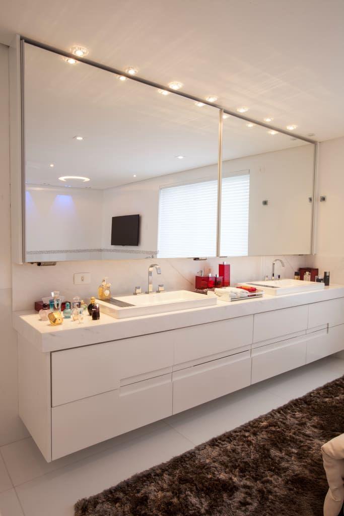 Navegue por fotos de Banheiros modernos: obra residêncial scs. Veja fotos com as melhores ideias e inspirações para criar uma casa perfeita.
