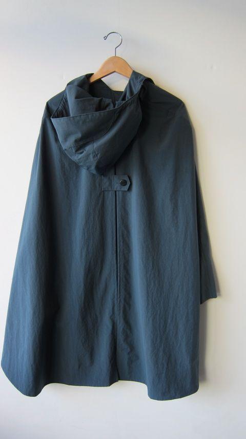 Rain Cape, Nylon Fabric with Water Resistant Finish, One Siz