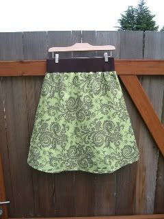 I need to make this skirt. Looks easy to make and can grow with you no matter what season in life you are in.
