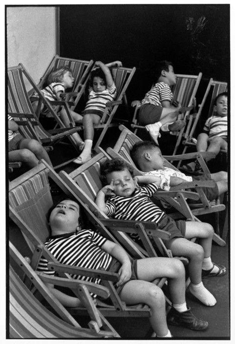Henri Cartier-Bresson :: Nap, Naples, Italy, 1960                                                                                                                                                     More