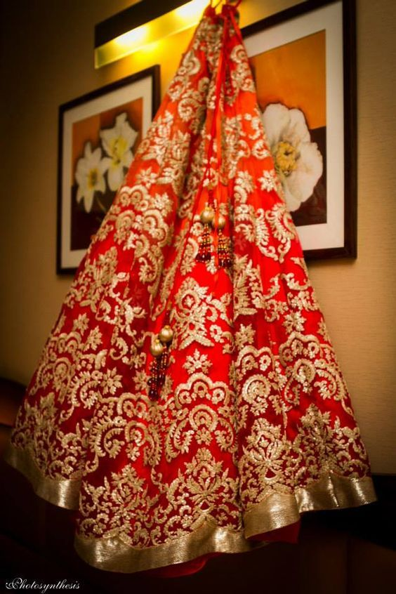 OMG! This lehenga! SO old school pretty - traditional red <3 #IndianWedding #lehenga #inspiration | photo credit - photosynthesis | curated by Witty Vows - The ultimate guide for the Indian Bride | www.wittyvows.com