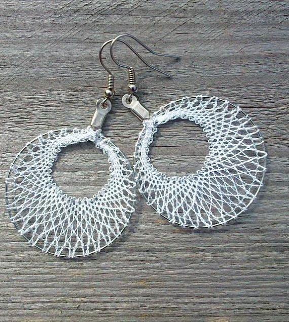 Earrings in white bobbin lace